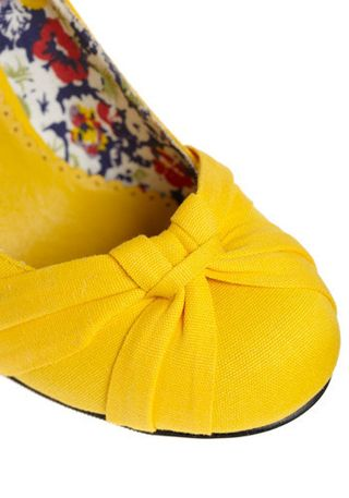 Yellow Dreams in Shoes 2
